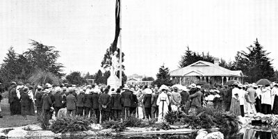 Crowds gather at Fred Wylie Memorial Carnival Day in February 1904
